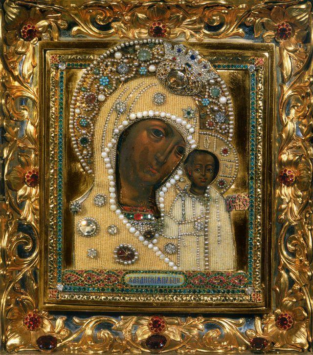 Список с чудотворной Казанской иконы, до 1918 года хранившийся в Казанском соборе на Красной площади, с 1930 года пребывает в Богоявленском соборе в Елохове